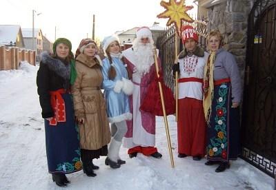 Щедрий вечір у Славуті: активісти громадської організації «Твереза Славутчина» вітали жителів міста щедрівками, піснями та віршами